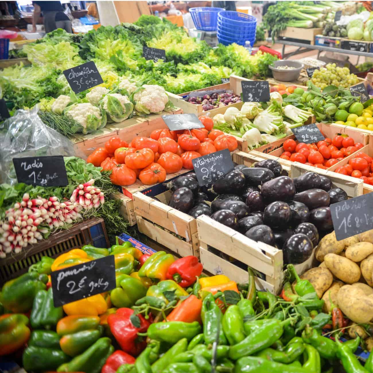 cheapest seasonal produce display at farmers market.